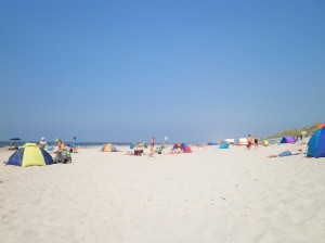 Strand tagsüber in Sint Maartenszee, Holland